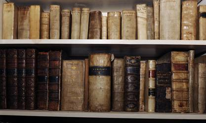 Thieves steal £2m of rare books by abseiling into warehouse